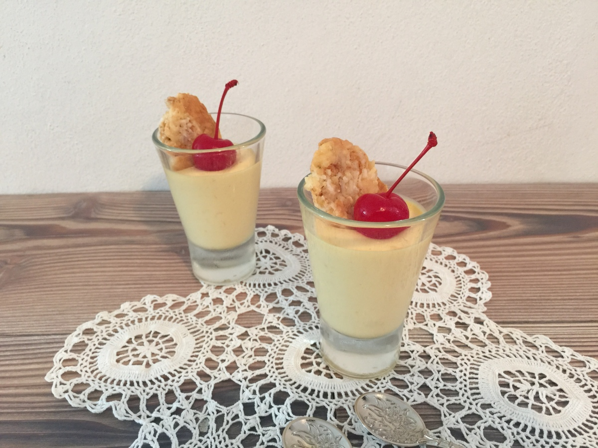 Semifrío de mango con crocante decoco