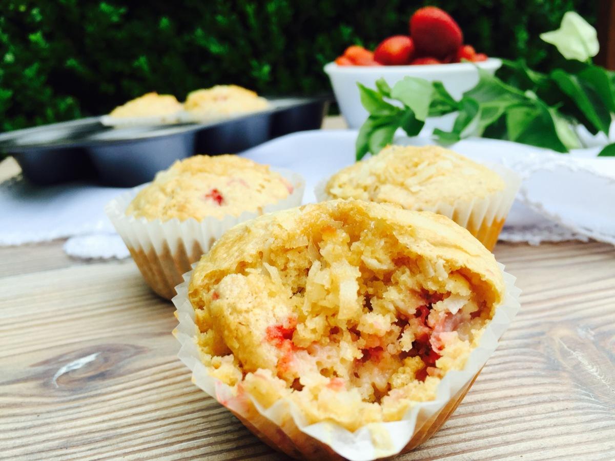 Muffins super sanos de coco yfresas