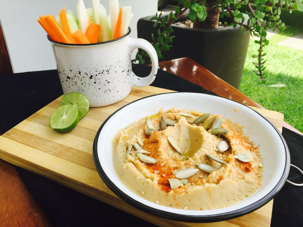 Hummus fácil (con receta de tahini incluida)