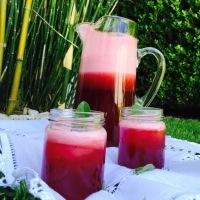 Agua fresca de jamaica y fresas