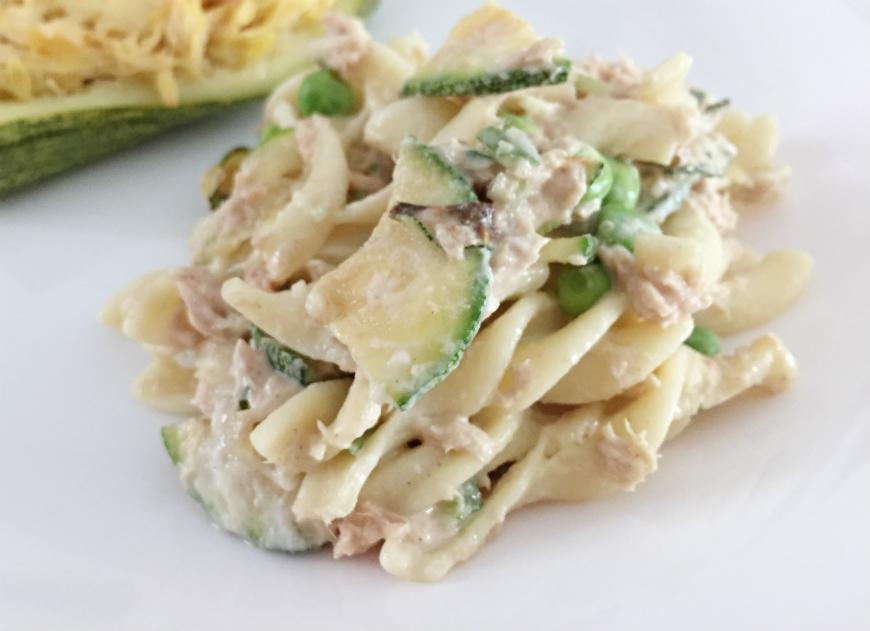Pasta fría de vegetales y atún a lamostaza