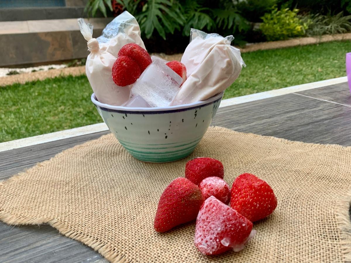 Bolis de pay de fresa ¡feliz día delniño!