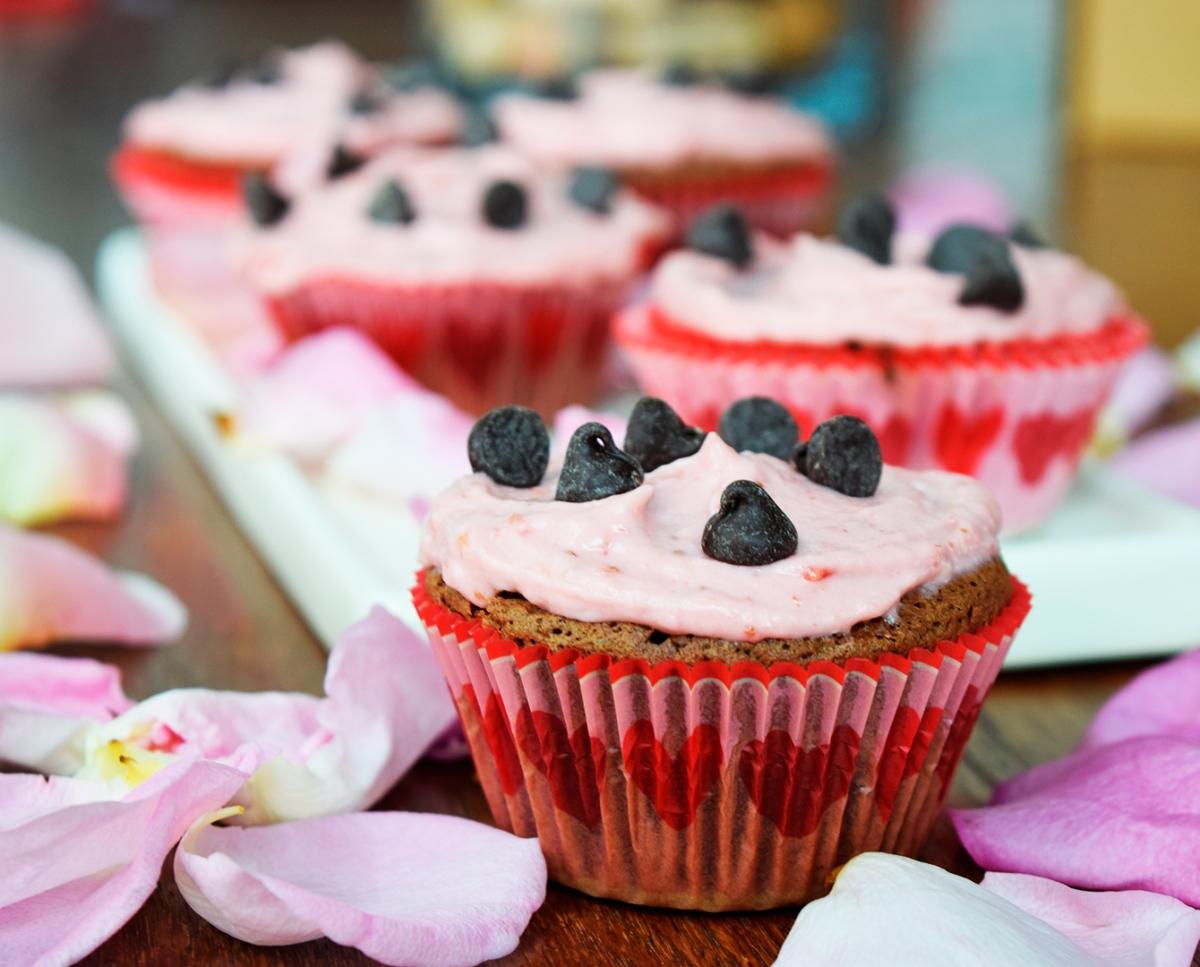 Cupcakes brownie con crema deframbuesa