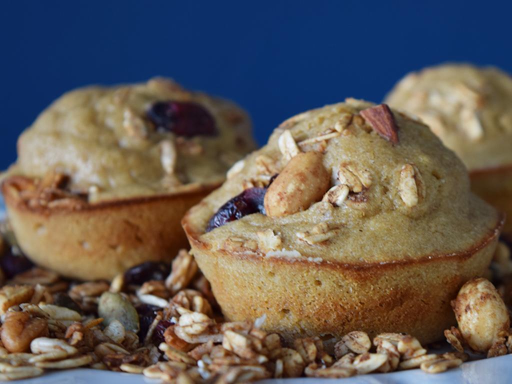 Muffins sanos de avena, plátano y granola (singrasa)